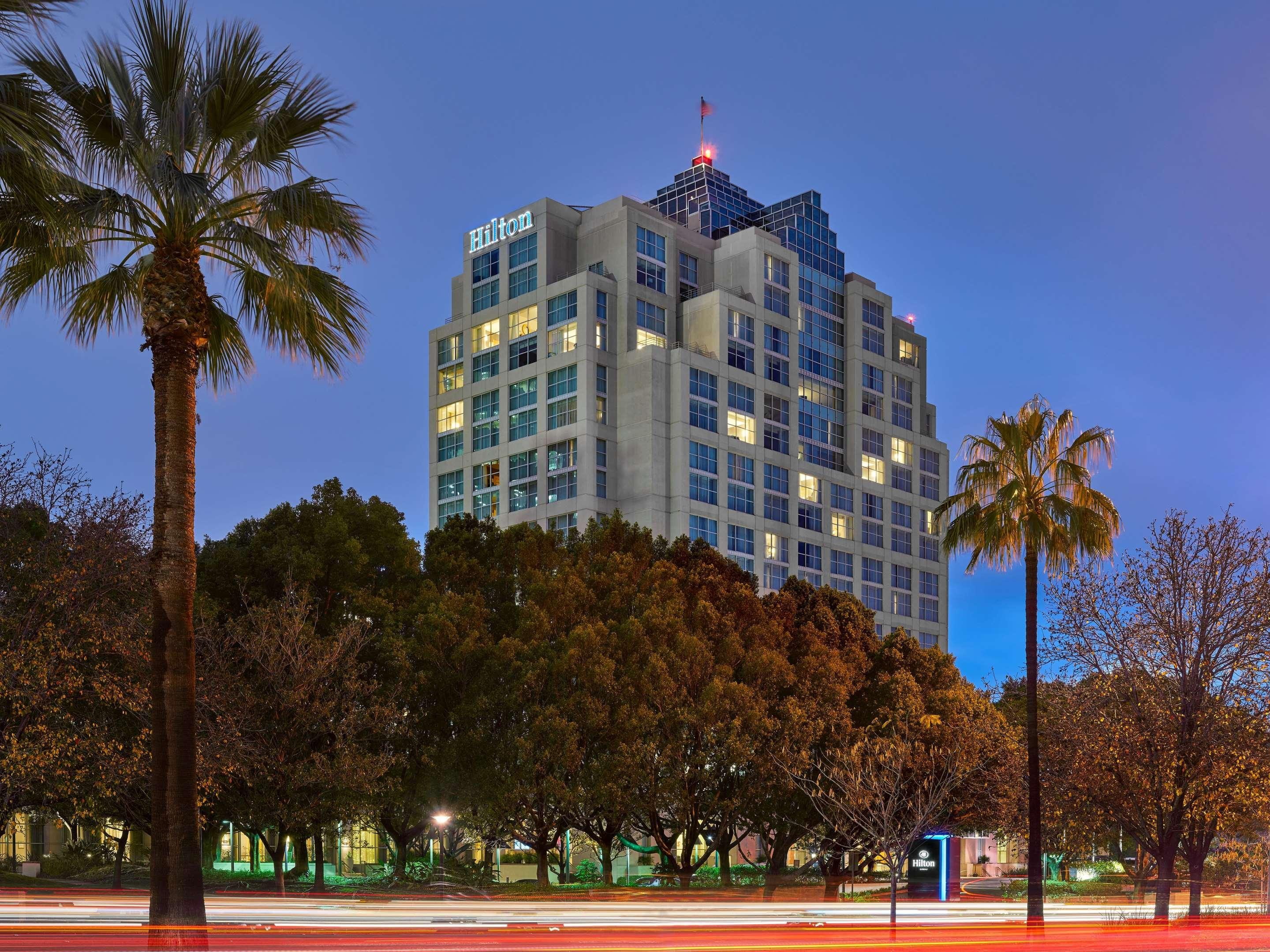 Hilton Los Angeles North/Glendale & Executive Meeting Center